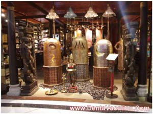 antique-gift-shop-at-delhi-airport-india